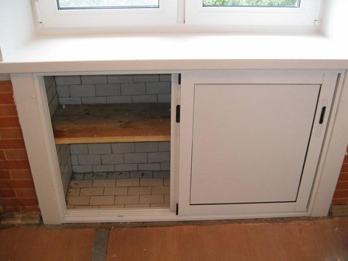Холодильник под окном в квартире хрущевке