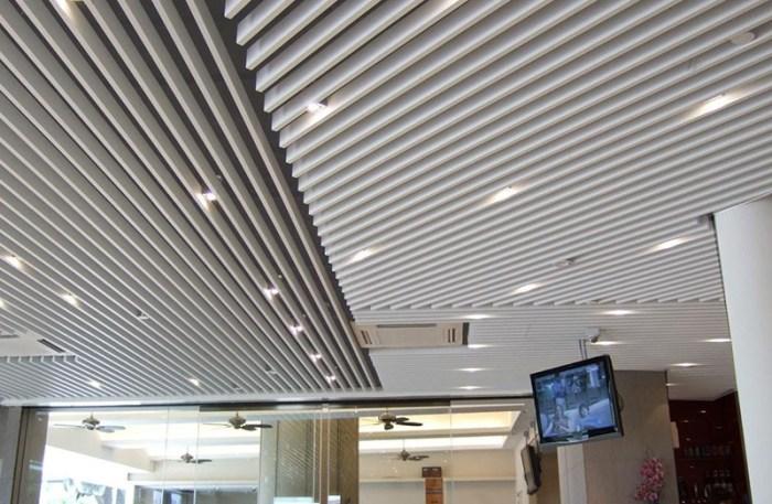 Потолок с открытым межреечным пространством