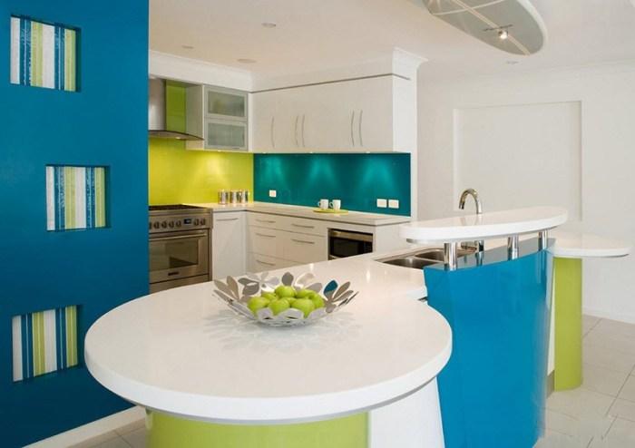 Сине-зеленое пространство кухни