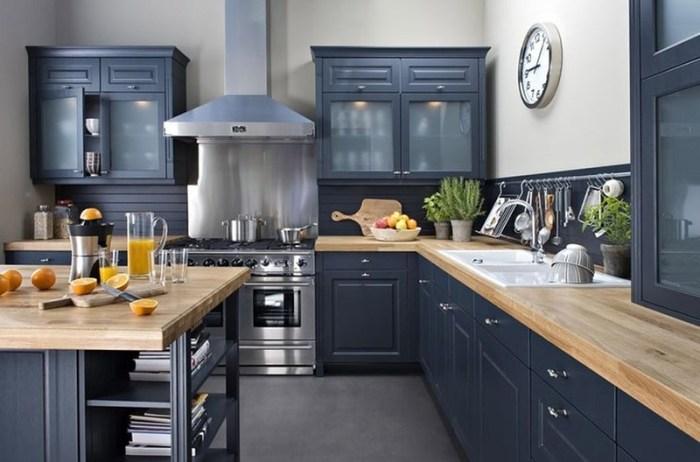 Темно-лазурная кухня в скандинавском стиле