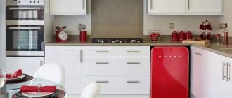 Маленький холодильник на кухне