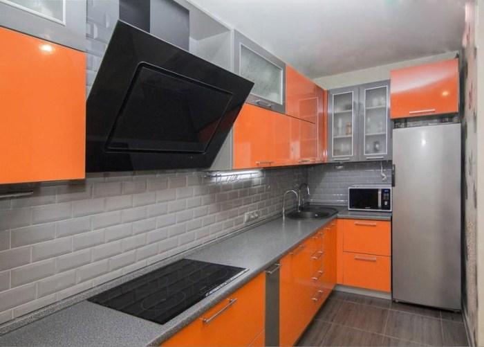 Серый и оранжевый цвета в интерьере кухни