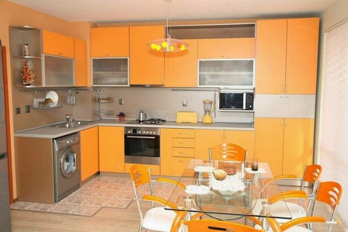 Светло-оранжевый цвет мебели