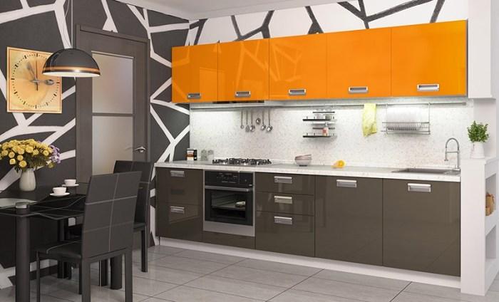Оранжевые только верхние шкафы, остальной интерьер серый