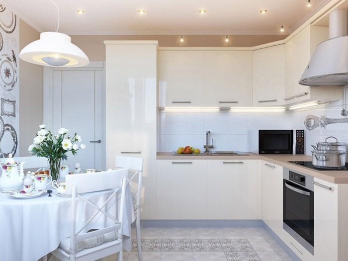 Светлая керамическая плитка в белом кухонном интерьере