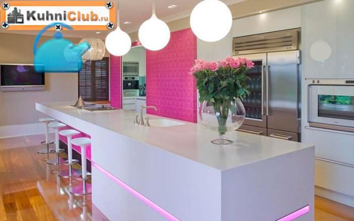 Ярко-розовый-акцент-части-стены-на-кухне
