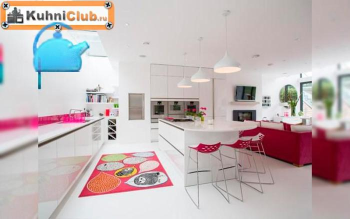 Белый-кухонный-гарнитур-с-розовыми-акцентами