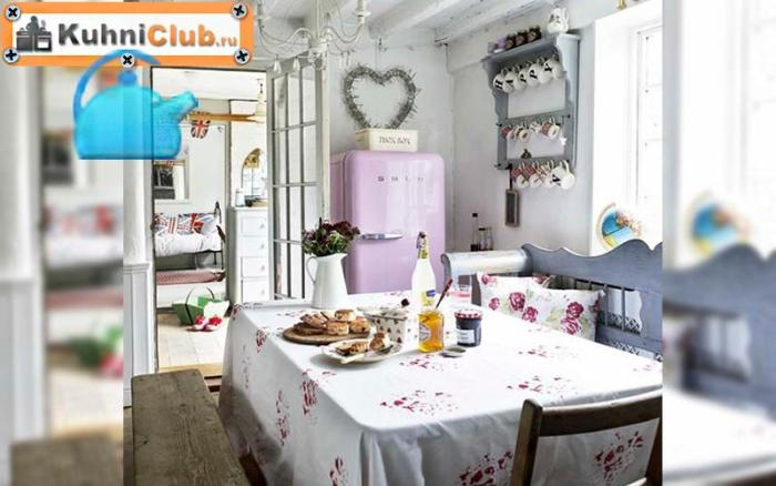 Две-скамьи-в-кухне-стиля-прованс