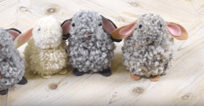 Великденско зайче от помпони и филц