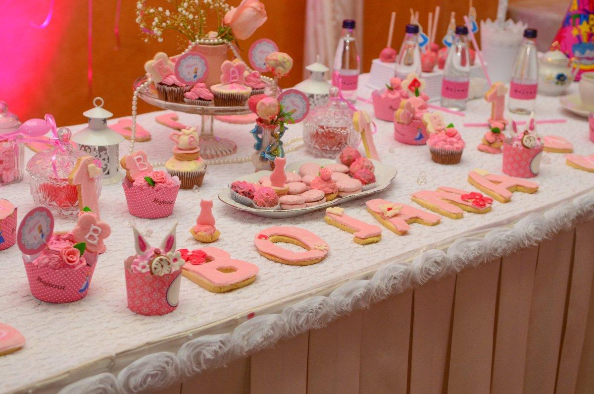 Dekoracije za dečije rođendane slatki sto