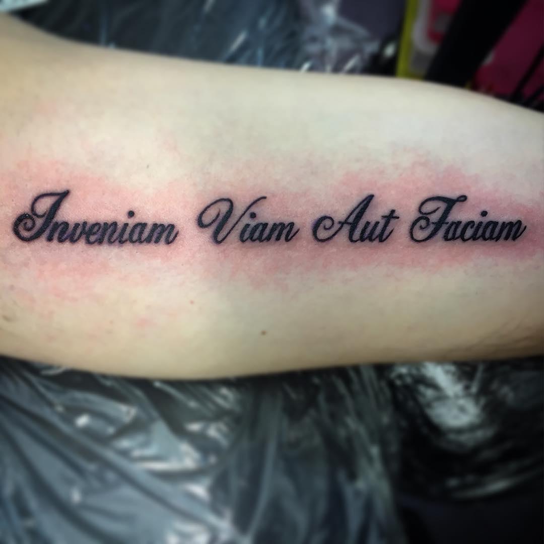 эскизы татуировки надписи для девушек красивые тату надписи на