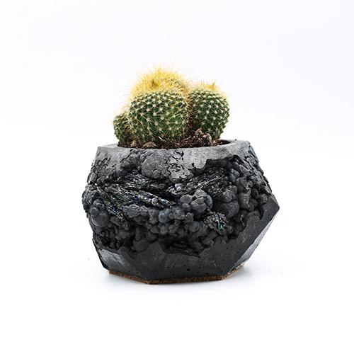 Planter Pot Lissabon Largo de Santa Cruz do Castelo, grey and black color with mineral stones. Hexagone shape handmade in Berlin by Kula.