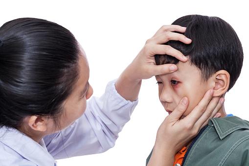 Розовый глаз или конъюнктивит