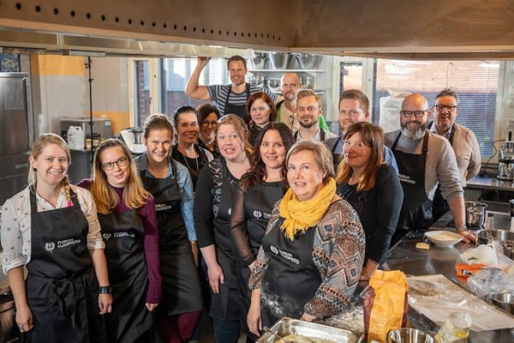 FoodiEx -työryhmäläisiä Rasekon koulutuskeittiössä Raisiossa. Kuva: Esko Keski-Oja / Vizualis