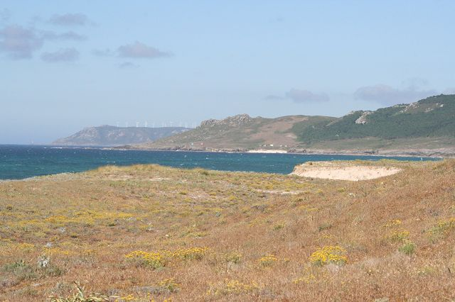Praia y Lagoa de Traba