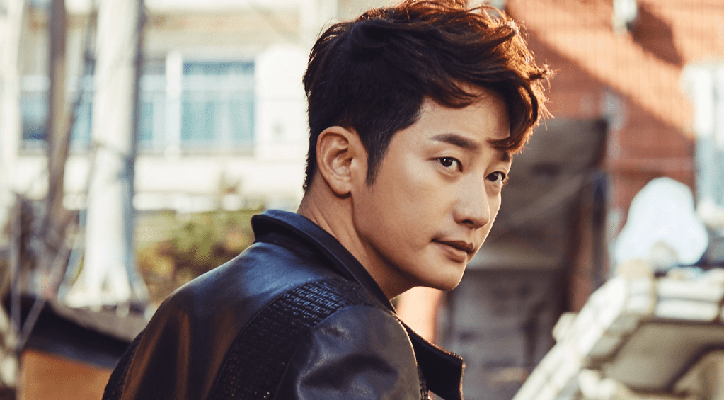 "Park Shi Hoo ""Neighborhood Hero"""