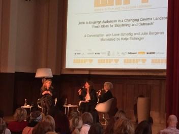 Gleich nach meiner Ankunft in Berlin ging es am Samstagvormittag zu einer interessanten Publikumsdiskussion im Meistersaal am Potsdamer Platz. Eingeladen hatte dazu hatte WIFT Germany, die deutsche Division des internationalen Businessnetzwerks für Frauen in der Film- und Fernsehbranche und den digitalen Medien.