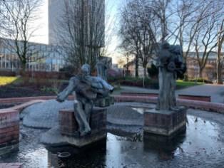 Der Gaucklerbrunnen in der Nähe des Theaters