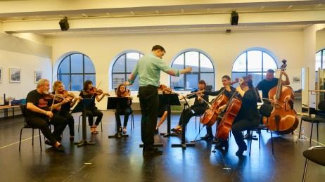 Stephan Frucht dirigiert die Salzburger Orchester Solisten
