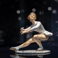 """Figur """"Eistanz""""; Ausformung nach 2000; Porzellanmanufaktur Wallendorf, Ohne Inv. Nr. © Porzellanikon, Foto: Andreas Gießler"""