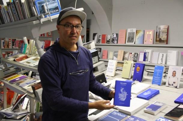 """Bernhard Cella mit seinem """"NO-ISBN""""-Projekt"""