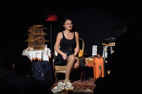 Aleksandra Corovic als Mutter, die um das Leben ihrer Tochter fürchtet
