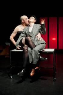 Lota (Alexander Braunshör) und Prendikov (Julia Schranz)