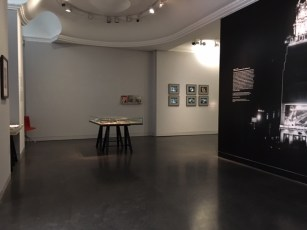 """Ausstellungsansicht """"Farbiges leuchten"""" im Photoinstitut Bonartes"""