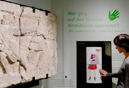 Römermuseum_Spielen-und-Berühren_Foto-Hertha-Hurnaus_Copyright-Wien-Museum