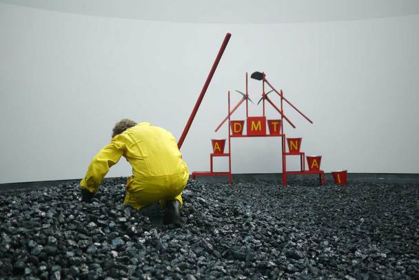 AHMET ÖĞÜT, Black Diamond, 2010 © Installationsansicht   installation view Van Abbemuseum, Eindhoven, NL Foto Ahmet Öğüt