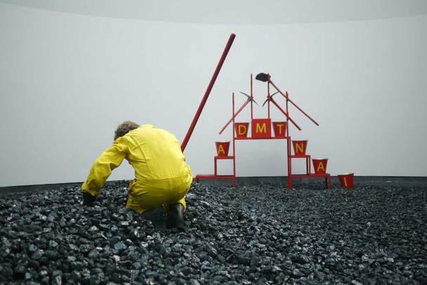 AHMET ÖĞÜT, Black Diamond, 2010 © Installationsansicht | installation view Van Abbemuseum, Eindhoven, NL Foto Ahmet Öğüt