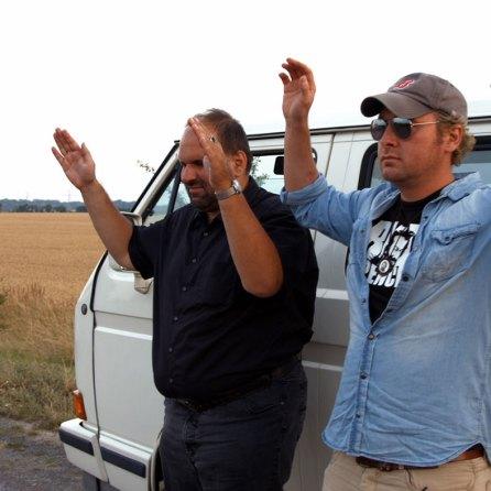 """Marcus Zölch, Jorgo Papasoglou in """"Sie nannten ihn Spencer"""" © www.budspencermovie.com / Thimfilm"""