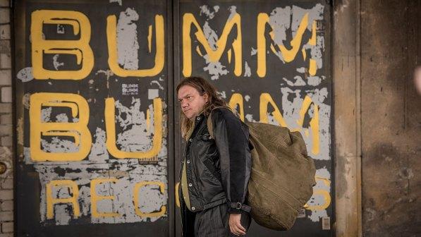 Charlie betritt Bumm Bumm Records © DCM / Gordon Timpen