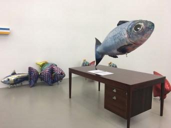 """Ausstellungsansicht """"Schreibtischuhr"""" Galerie Meyer Kainer"""