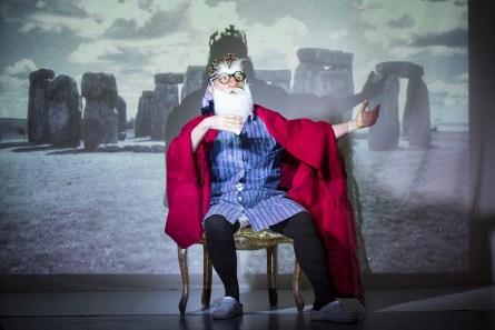 Frau Franzi (Marika Reichhold) als König Lear © Bettina Frenzel