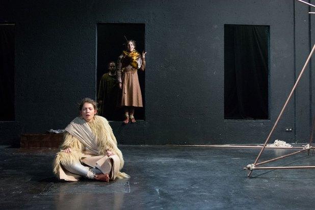Henrietta Isabella Sophie Rauth als Anna und Kilian Klapper als Elias © Patrick Trotter