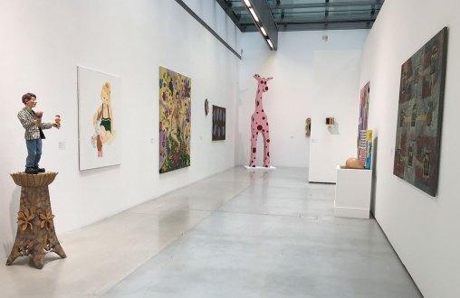"""Ausstellungsansicht """"Die 90er Jahre"""" im Musa"""