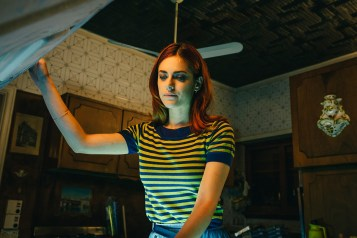 Miriam Leone hat als Claudia die Leiche statt im Keller in der Gefriertruhe © Polyfilm