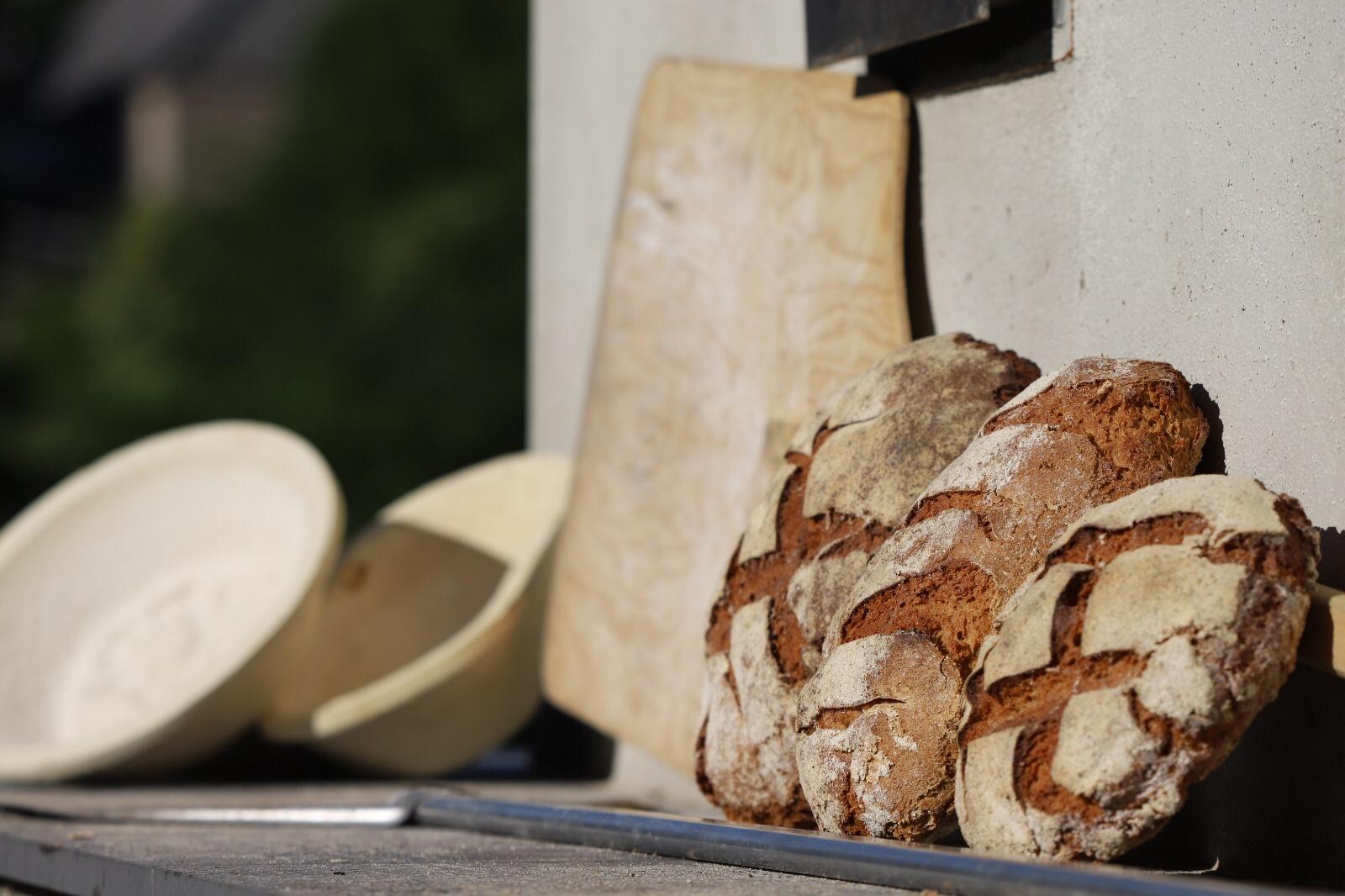 Frisches Brot aus dem Steinofen