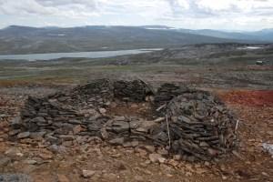 Resterna efter kokhuset vid gruvan på Nasafjäll. Här lagades maten av två samiska kvinnor. Foto: Frida Palmbo