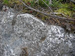 Detalj handborrade hål i stenbrottet © Norrbottens museum