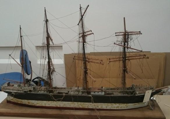 Modell av segelfartyget Archibald Russel under rengöring. ©Norrbottens museum. Foto Olof Östlund