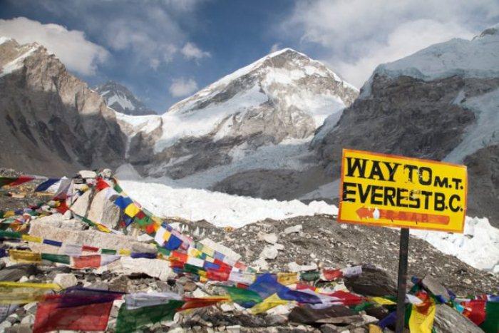 Гора Эверест - самая высокая вершина на земле.