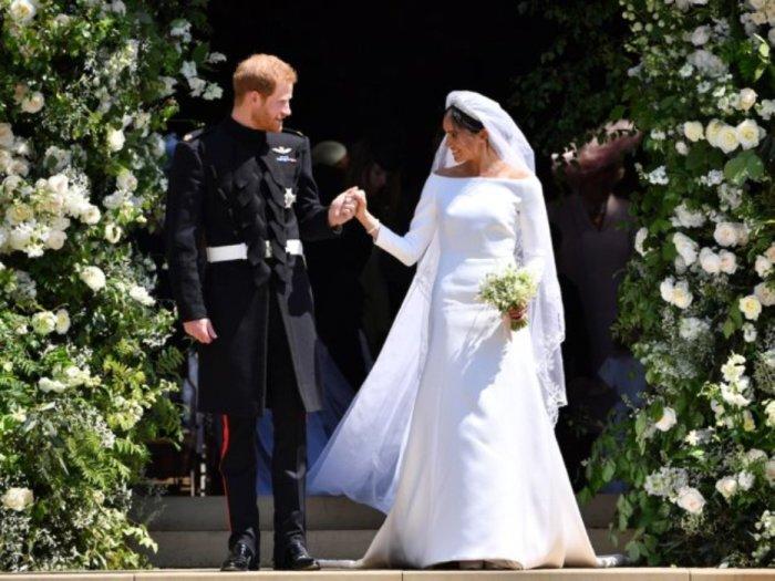 Принц Гарри и Меган Маркл покидают Часовню Святого Георгия в Виндзорском замке после их свадьбы, 19 мая 2018 года.