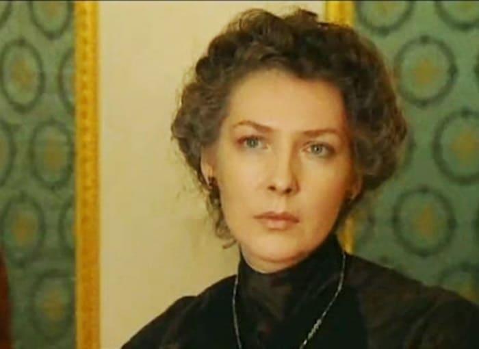 Кадр из фильма *Империя под ударом*, 2000 | Фото: kino-teatr.ru