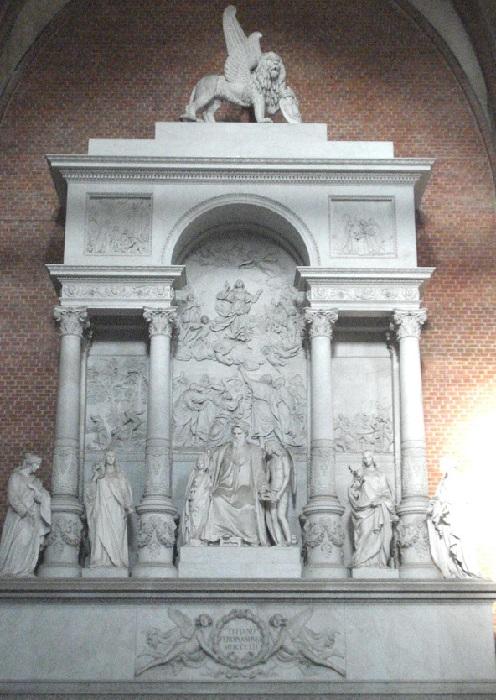 Памятник Тициану в церкви Санта-Мария Глориоза деи Фрари. (Венеция).