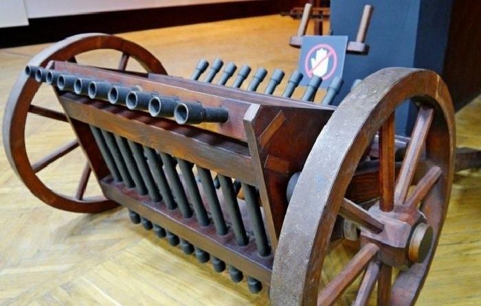 Прототип пулемета, изготовленный по чертежам Леонардо да Винчи.