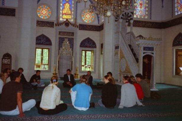 Gespräch in einer Moschee