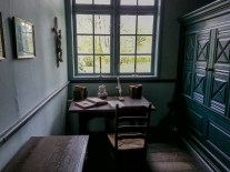 Schreibstube in einem historischen Gebäude im Museumsdorf Cloppenburg. Foto: Wera Wecker
