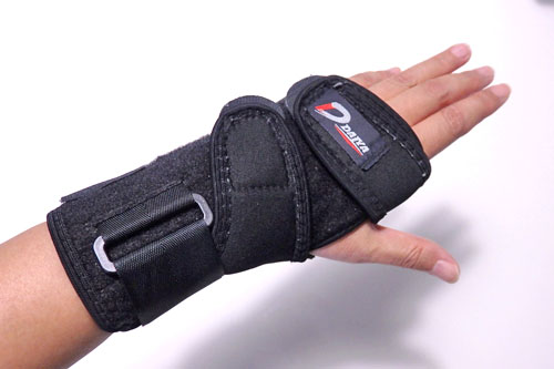 手首 痛み サポーター
